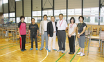 大槌小の先生たちと南RCメンバー(左から2、3、4人)。中央が中村さん