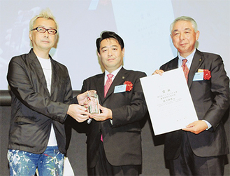 写真左より箭内道彦さん、柳田清二・長野県佐久市長、阿部健・相模原市危機管理監