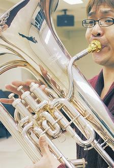 ユーフォニアムを吹く円能寺さん。当日の曲目はJ・ムーレ:交響組曲第1楽章ロンドなど