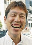 水野タケシさん/1965年東京生まれ。コピーライター、五七五作家。92年2月毎日新聞「仲畑流万能川柳」初入選を皮切りに多数受賞。10年に万能川柳殿堂入り。13年3月入選し1000句達成。同年8月「水野タケシ三〇〇選」を刊行。96年から「実践!万能川柳講座」(毎日文化センター)の講師を務める。俳句「こふみ会」「五七句会」同人。南区相模台在住