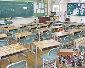 新調された学習机。右下は授業風景(いずれも提供写真)