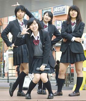 フレアの4人。左からMinoriさん、Ayanoさん、Mayuさん、Sakiさん