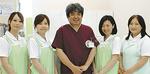 吉濱泰斗院長(中央)は、岡山大学歯学部卒業、同大学院歯学研究科修了。同大学口腔外科助教、昭和大学歯学部准教授などを歴任。今年4月、同院院長に
