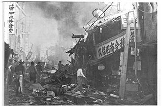 墜落現場の様子(「絹の道・原町田」武相新聞社)