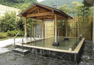 緑豊かな大自然に囲まれた露天風呂