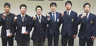 左から澤田選手、安藤選手、板垣選手、野村教育長、田中選手、池田選手