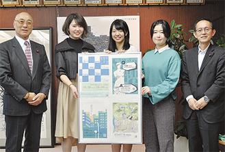 ポスターを囲んで(左から)沼倉議長、山崎さん、安田さん、安藤さん、米山副議長=10月26日、相模原市役所