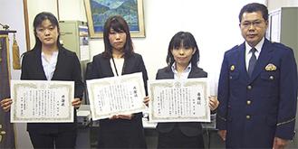 贈呈式に出席した(左から)大塚さん、及川さん、阿部さん、泉山署長