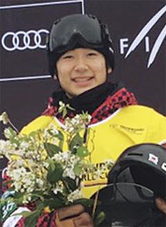 W杯初戦の表彰台で笑顔を見せる戸塚さん(提供写真)