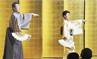松若さん(右)と花柳さんが「小唄振り」を披露