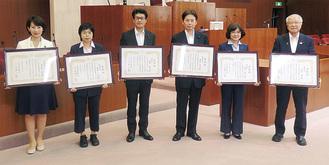 議長会表彰を受けた(左から)五十嵐議員、長谷川議員、阿部議員、中村議員、大沢議員、須田議員