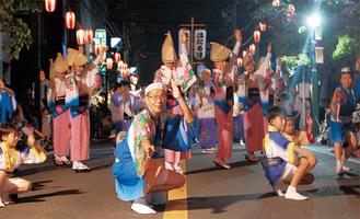 老いも若きも、男も女も皆が主役となる姿は阿波踊りの見どころのひとつ(写真は昨年の模様)