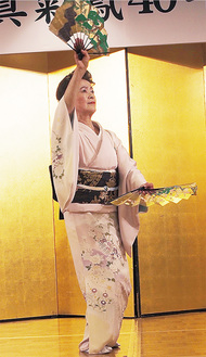 優雅な舞踊を披露した花柳真菊鳳さん