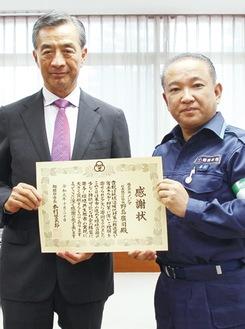 感謝状を受け取る野島社長(左)と本村市長