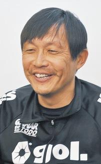 三浦文丈氏(49歳)…静岡市清水区出身。1993〜2006年まで横浜F・マリノス、京都パープルサンガなどで活躍。五輪、日本代表にも選出。引退後はJリーグで多数のチームのコーチを歴任し、昨季からSC相模原の指揮をとる