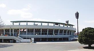 市内唯一の会場、サーティーフォー相模原球場