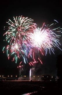 コロナ禍では、昨年からさまざまな打ち上げ花火の企画が生まれている。写真は相模原納涼花火大会実行委員会による「さがみはら元気花火」