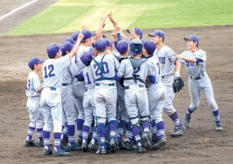 代表決定戦に勝利し、全国切符を初めて手にした相陽中野球部