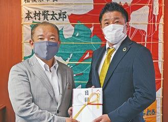 石井代表(右)と本村市長