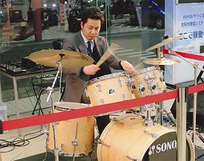 ドラム響くディーラー