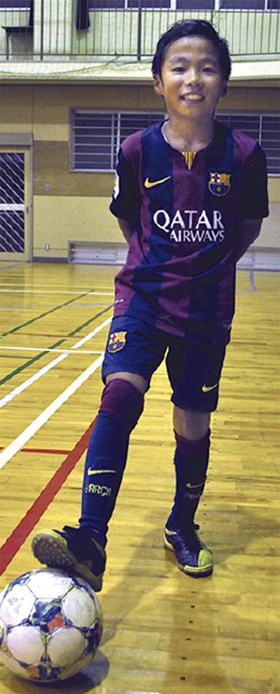 スペインにサッカー招待