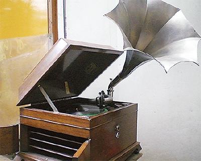 懐かしの名曲を蓄音機で