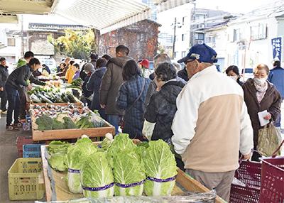 地元野菜求め行列