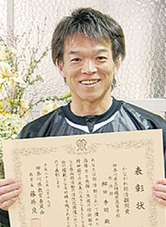 笑顔を見せる細田教諭