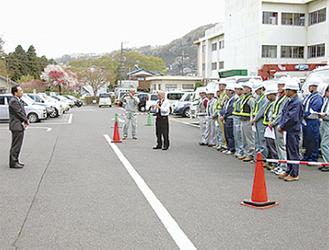 高部区長も津久井文化福祉会館に激励にかけつけた