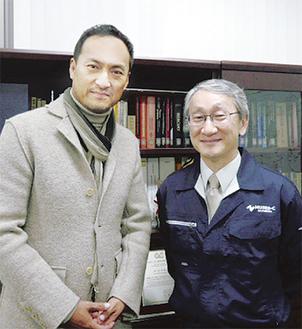 「小惑星探査機 はやぶさ―遥かなる帰還―(仮)」で主演を務める渡辺謙さん(左)と「はやぶさ」プロジェクトマネージャーのJAXA・川口淳一郎教授。(東映提供)