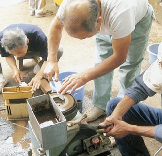 包丁研ぎは毎年多くの人が訪れる