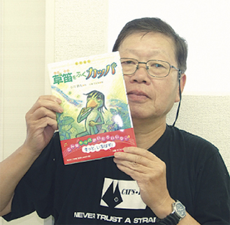 本を紹介する小川さん