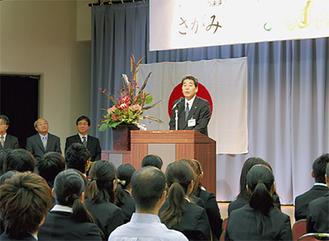 岡本教育長も激励した