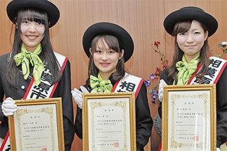 (左から)稲垣さん、西山さん、山崎さん
