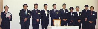 相文会を紹介する佐藤理事長(左)