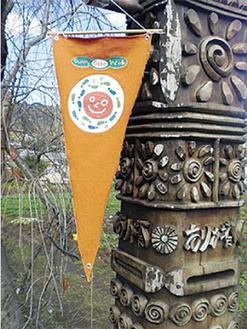 参加する18の家や店はオレンジの三角旗が目印