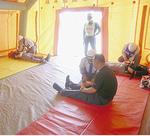 応急救護所としてテントを設営しての救護訓練も