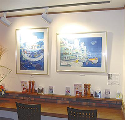 絵画が飾られたスペース