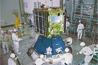 種子島宇宙センターで調整されている「はやぶさ2」