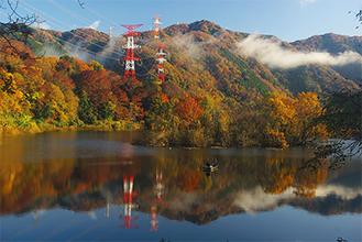 グランプリに選ばれた作品『燃ゆる津久井湖』