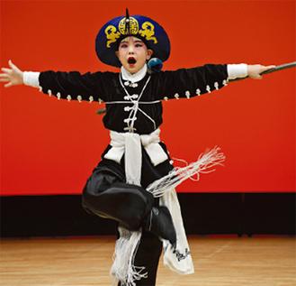 京劇を踊る大島君
