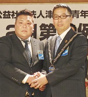佐藤理事長(左)と本田次年度理事長(右)
