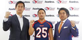 記者会見で決意を示した(左から)須永ヘッドコーチ、東松主将、石井代表兼GM=2月27日、ノジマフットボールパーク