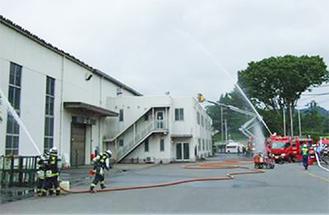消防車による放水
