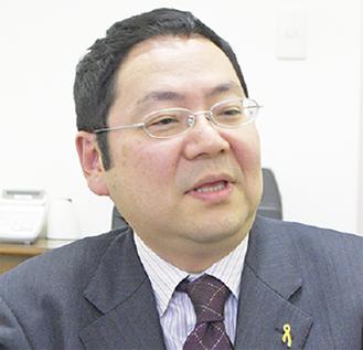 取材に応じる鈴木教授