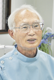 本紙取材に答える相澤会長。「皆さんに歯の健康について意識してもらえると良いですね」
