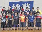相原高校女子卓球部の部員たち=7月11日、同校で