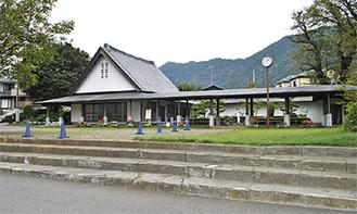 又野にある尾崎咢堂記念館=22日