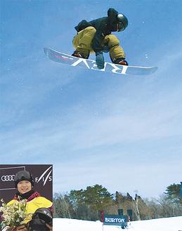(上)ハーフパイプ競技で高さあるジャンプを決める戸塚さん、(下)表彰台で笑顔を見せた=ともに提供