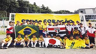 「FCコラソン」と「サンパウロFC」のメンバー(2002年当時)
